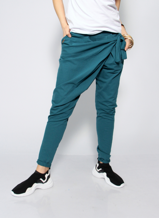Pantaloni petrecuti in fata. 2