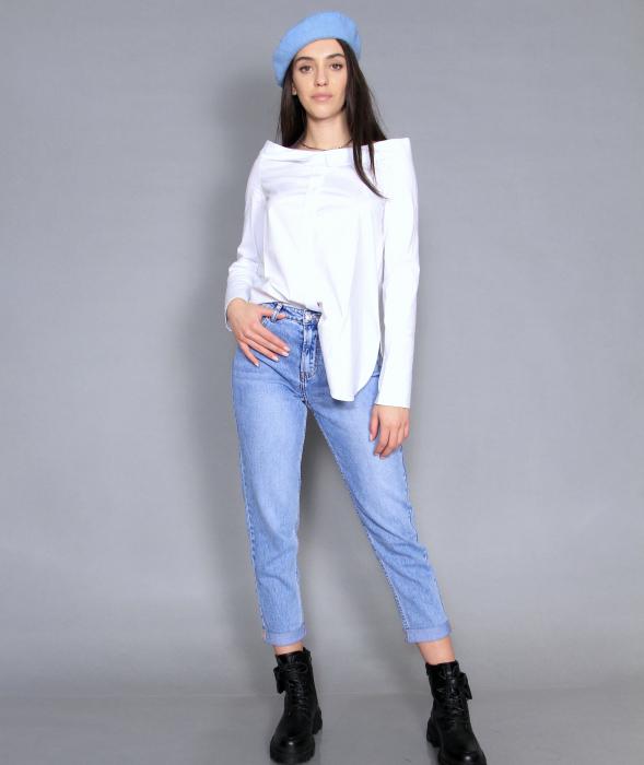 Geaca de fas, camasa si jeans. 5