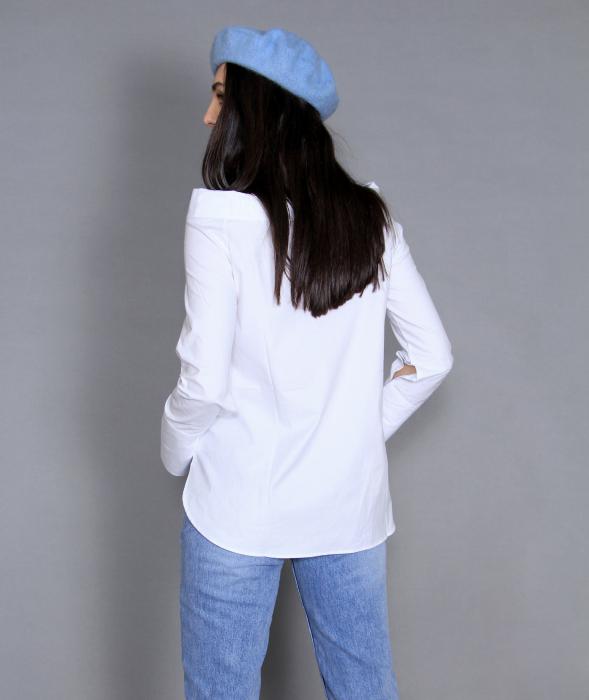 Geaca de fas, camasa si jeans. 7