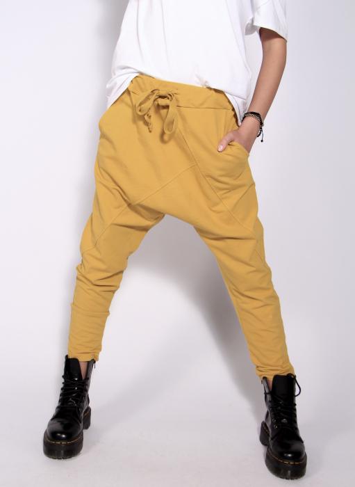 Pantaloni cu tur lasat 2