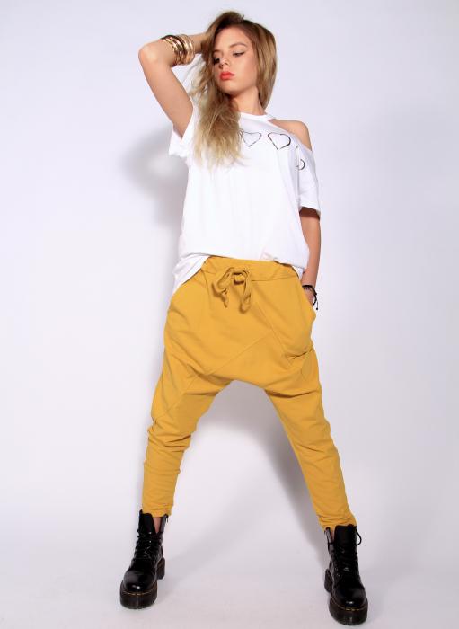 Pantaloni cu tur lasat 1