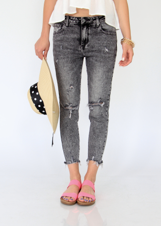 Jeans detaliu rupt, nefinisati.2