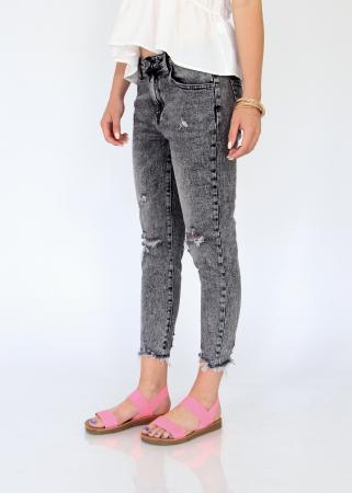 Jeans detaliu rupt, nefinisati.3