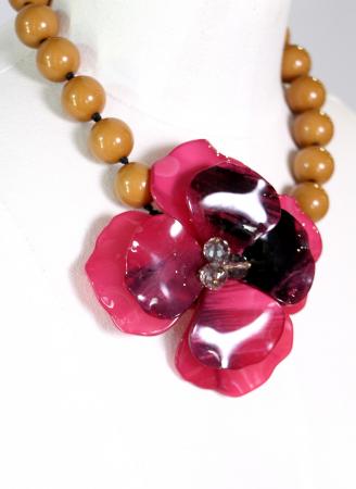 Colier cu floare mare roz0