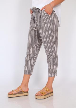 Pantaloni cu dungi fine2