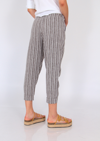 Pantaloni cu dungi fine3