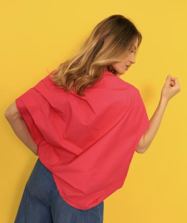 Bluza in colturi si pantaloni subtiri din denim. [4]