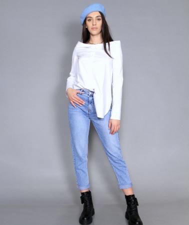 Geaca de fas, camasa si jeans.5
