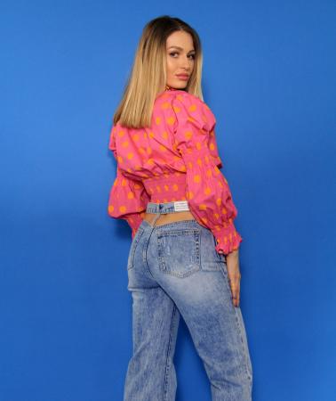 Bluza cu maneci bufante si elastic, pantaloni din denim evazati decupati la spate. [5]
