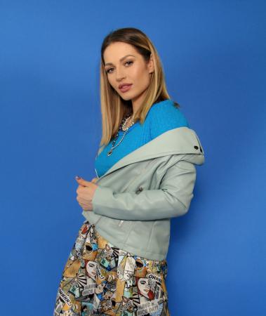 Jacheta Eco cu fermoare, bluza si fusta lunga imprimeu benzi desenate.3