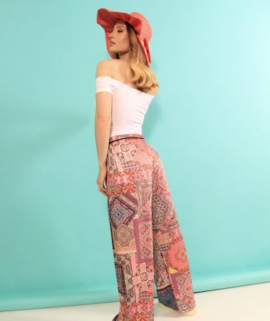 Pantaloni largi cu top. [4]