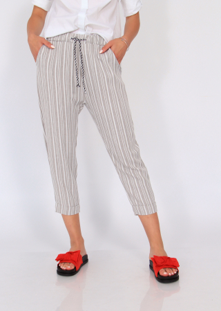 Pantaloni cu dungi fine4