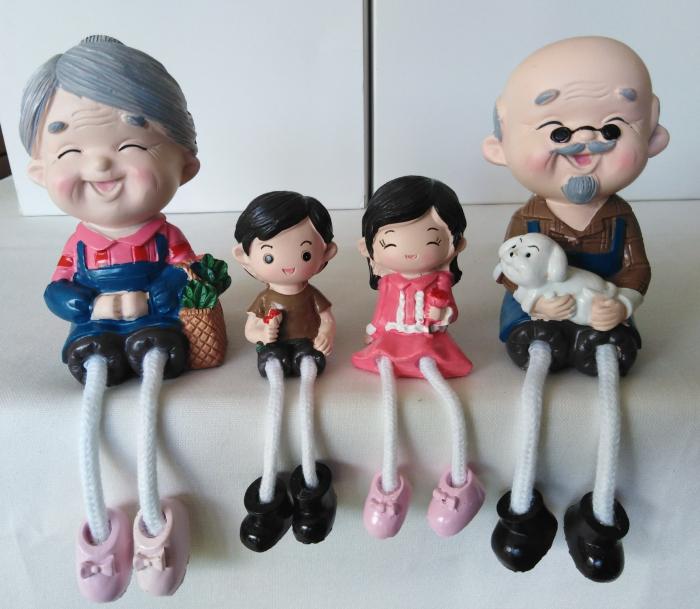 Miniaturi bunici cu nepoti [0]