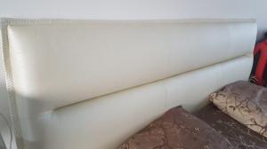 Pat DAZZLING tapitat cu piele ecologica alba pentru saltea de 180x200 cm1
