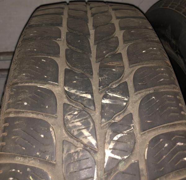 set 2 anvelope 185/60 R15 sh iarna Pirelli 6mm cu garantie 1