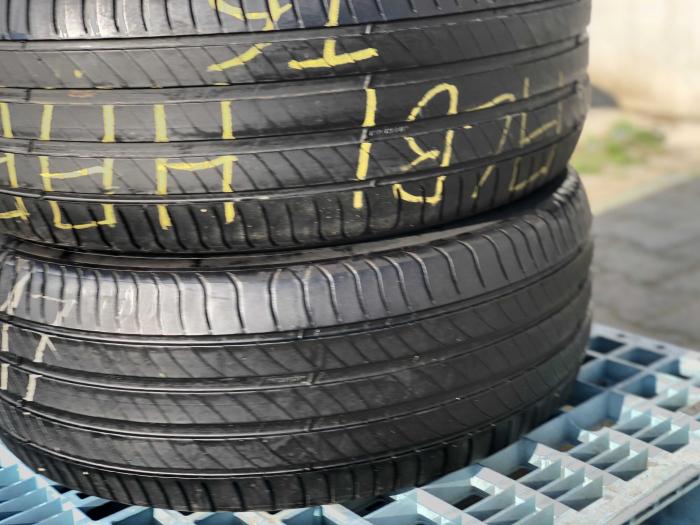 set 2 anvelope 235/55 R17 sh vara Michelin 5mm cu garantie [0]