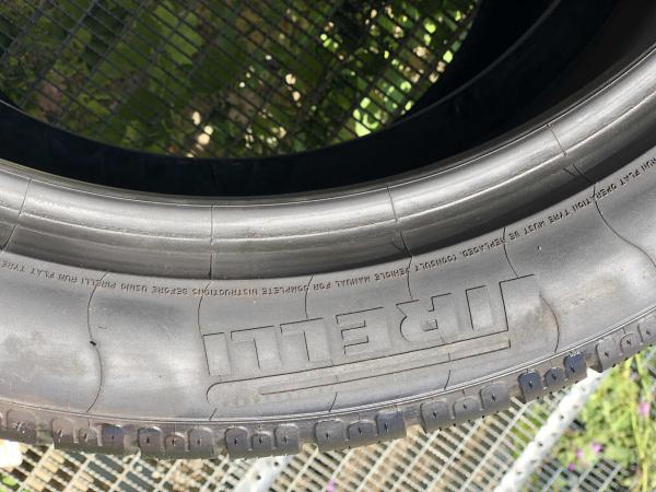 set 2 anvelope 275/40 R19 Runflat sh iarna Pirelli 7mm cu garantie 2