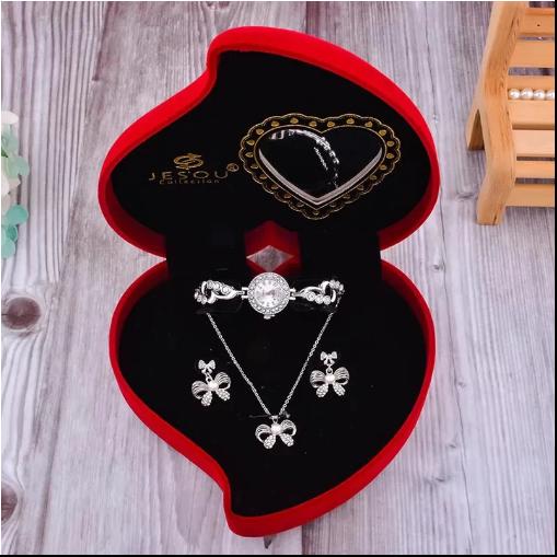Set pentru femei 3 buc ceas, doi cercei, colier, cutie tip inima rosie [1]