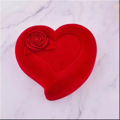 Set pentru femei 3 buc ceas, doi cercei, colier, cutie tip inima rosie [2]