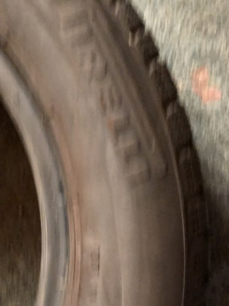 set 2 anvelope 185/65 R15 sh iarna Pirelli 6mm cu garantie [2]