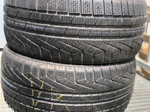 set 2 anvelope 235/35 R19 sh iarna Pirelli 7.5mm cu garantie0