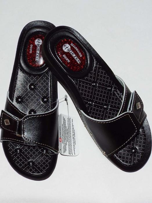 Papuci dama comozi cu gel pe talpa si catarama reglabila- Gezer Negru [1]