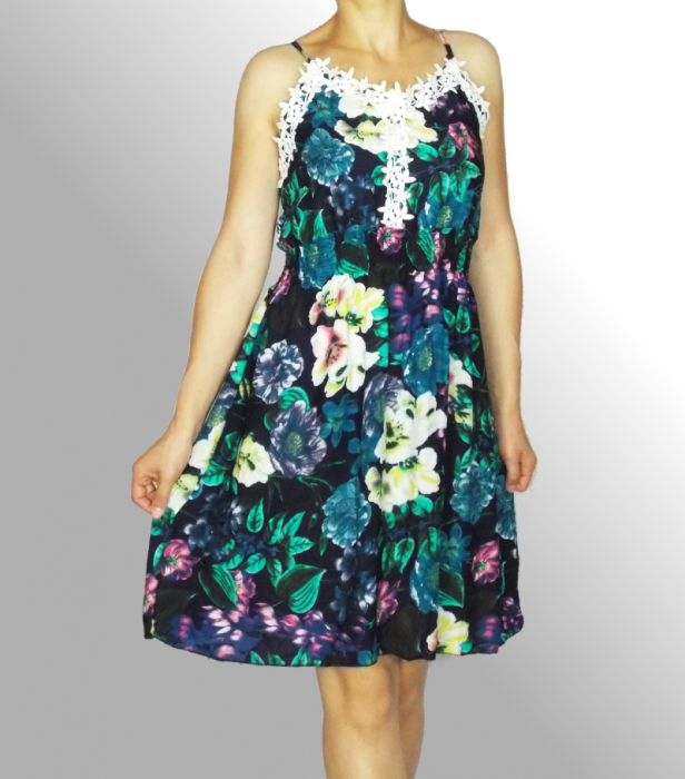 Rochie de vara cu imprimeu floral si dantela la piept - Ingrid Bleumarin 1