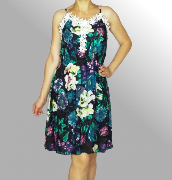 Rochie de vara cu imprimeu floral si dantela la piept - Ingrid Bleumarin 2