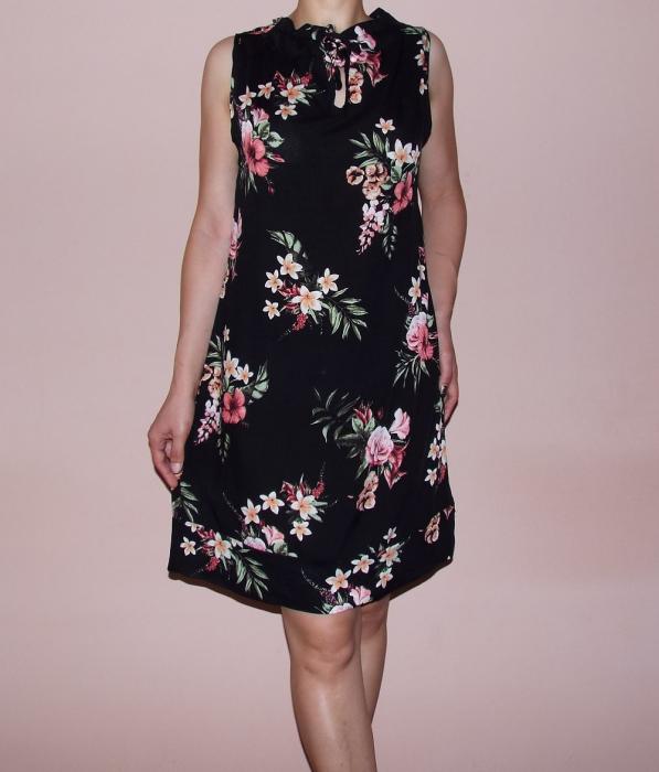 Rochie de vara neagra cu imprimeu floral - Lara Negru 0