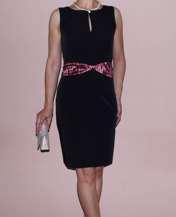 Rochie de zi neagra cu decupaj la piept si talie marcata - Maya 0