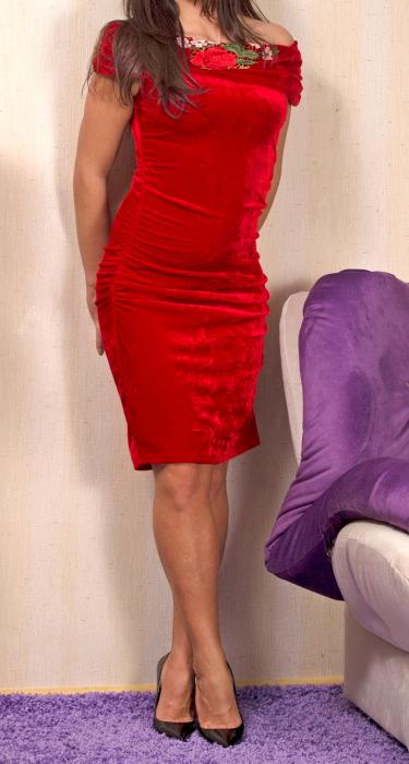 Rochie eleganta din catifea rosie cu broderie - R251 0