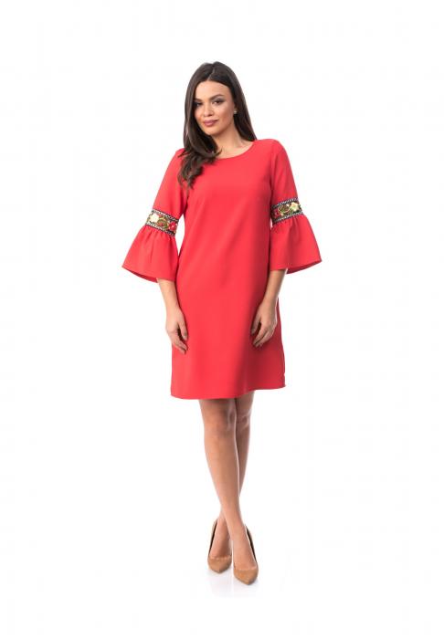 Rochie eleganta rosie cu maneca clopot cu insertii brodate - R701 0
