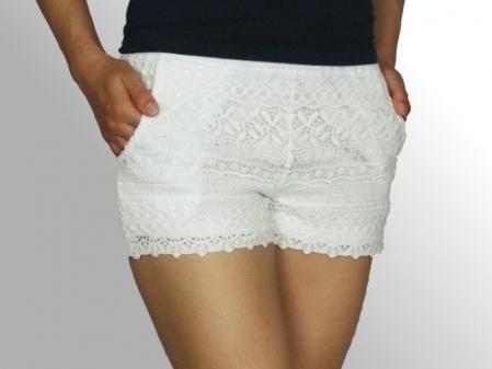 Pantaloni scurti din dantela cu buzunare laterale - Feli0