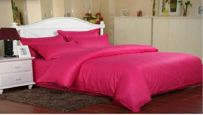 Lenjerie de pat pentru o persoana cu husa elastic pat si fata perna dreptunghiulara, Elegance, damasc, dunga 1 cm 130 g/mp, Fuchsia, bumbac 100% 0