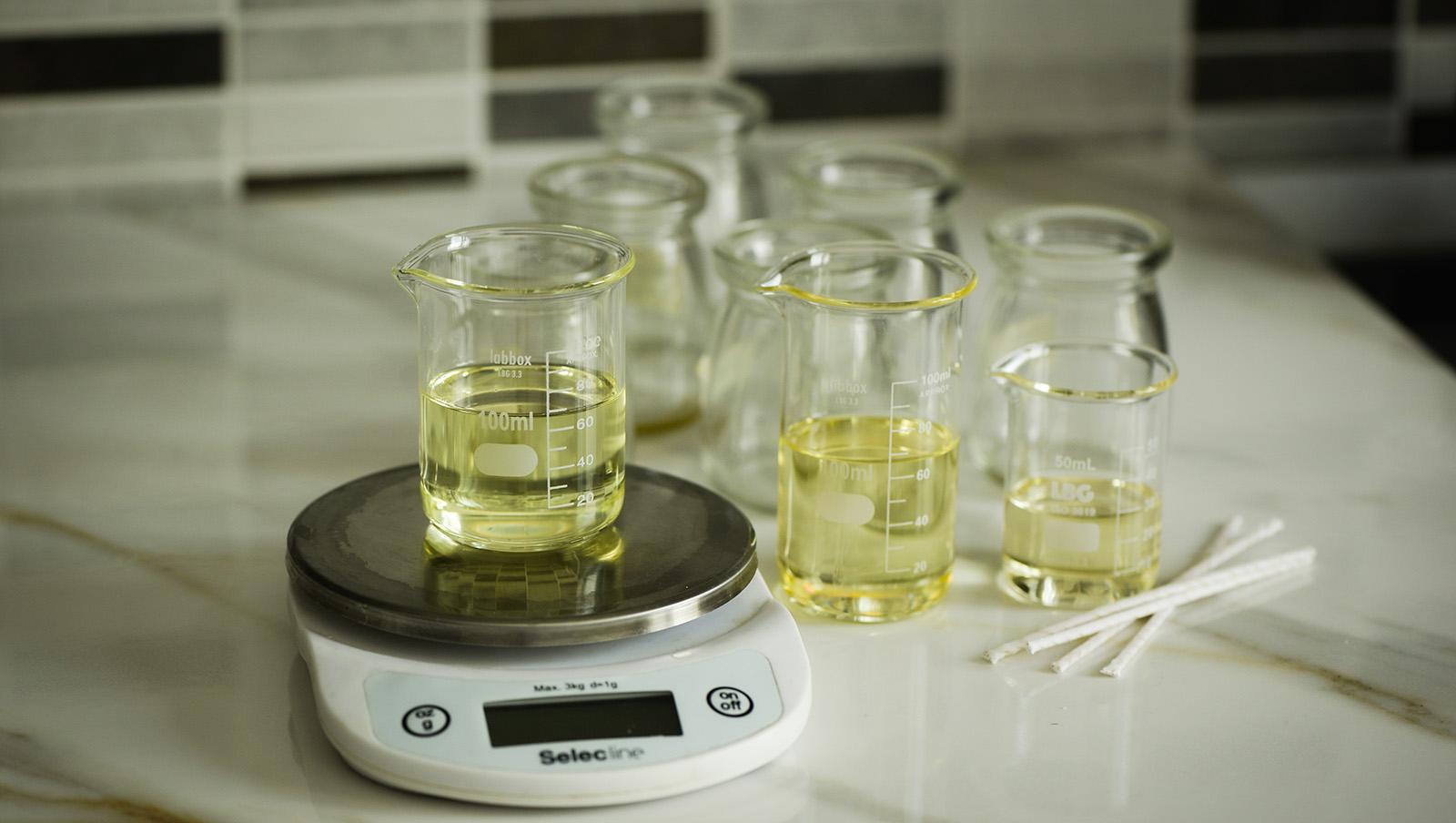 Uleiurile de parfum – daunatoare pentru lumanarile parfumate?