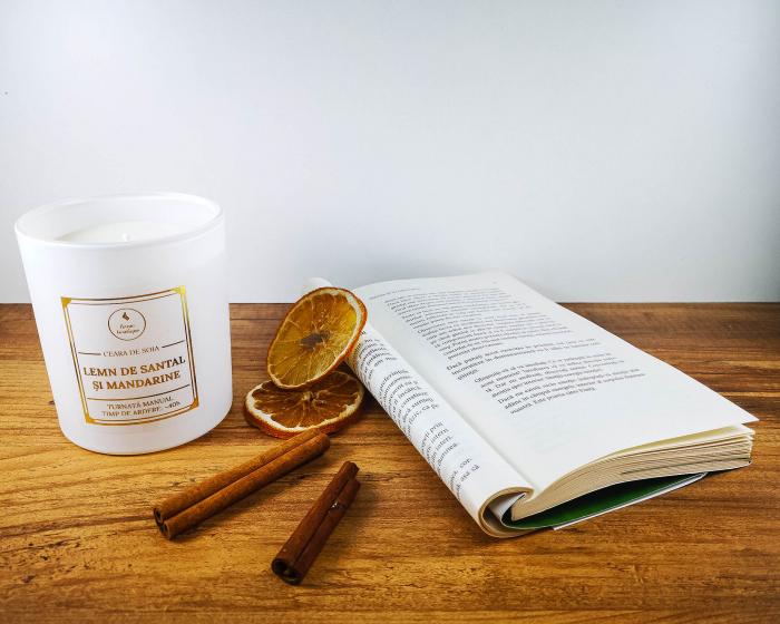 lumanare parfumata lemn de santal si mandarine 3