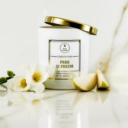 lumanare parfumata pere si frezie [1]