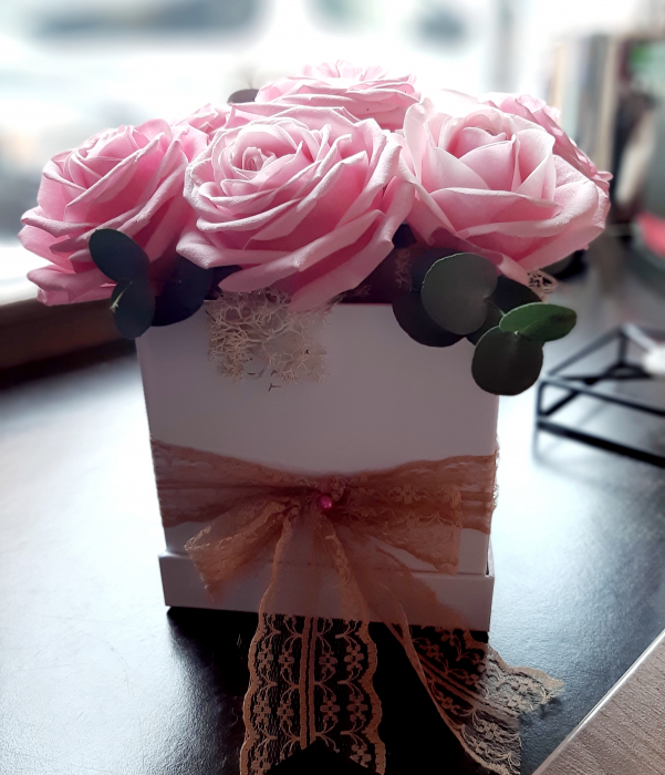 9 Pink Roses in box 0