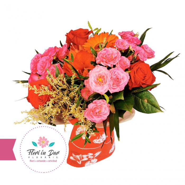 floraria flori in Dar Buchet de flori cu trandafiri, miniroze, gerbera amarilis și solidago [1]
