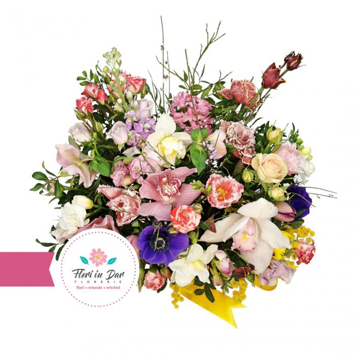 Aranjament cu cimbidium, frezie, lalele, eustoma, anemone, trandafiri livrare flori Roman [1]