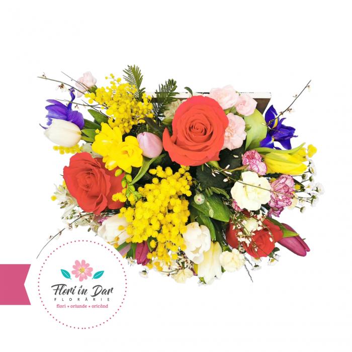 aranjament floral in cutie de lemn Flori in Dar Roman [1]