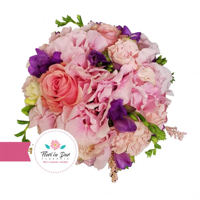 Buchet mireasa cu hortensie, trandafiri si frezie florarie Roman [1]