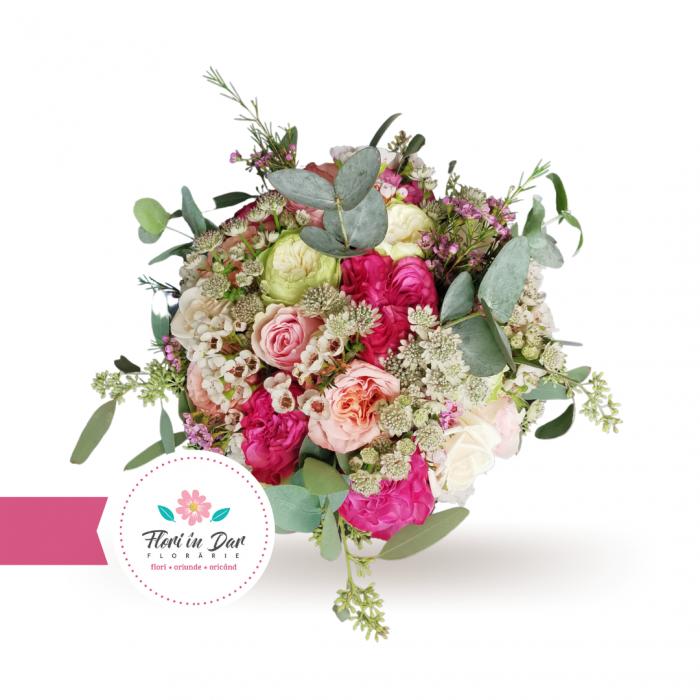Buchet mireasa cu trandafiri astrantia wax flowers [1]