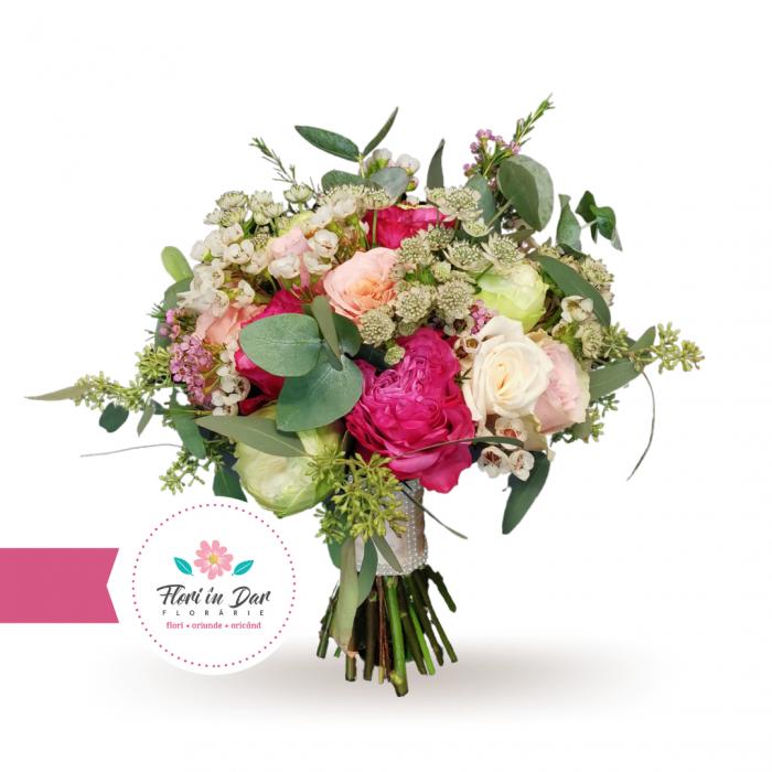 Buchet mireasa cu trandafiri astrantia wax flowers [0]