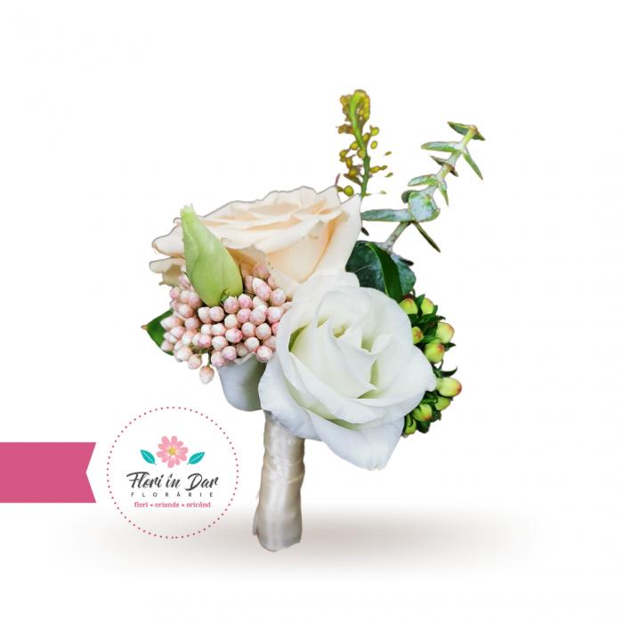 Cocarde flori de pus in piept [1]
