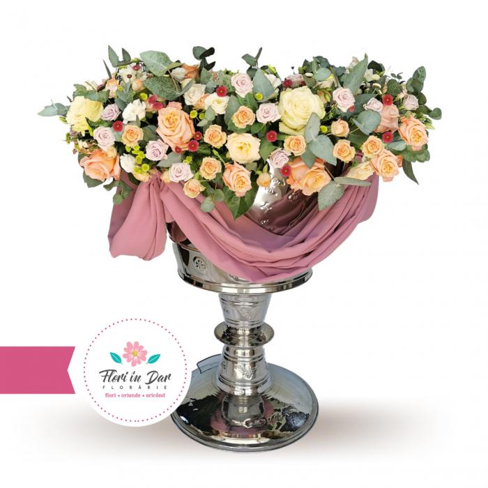 Decor cristelnita cu trandafiri,miniroze,eustoma,santini florarie Roman [0]