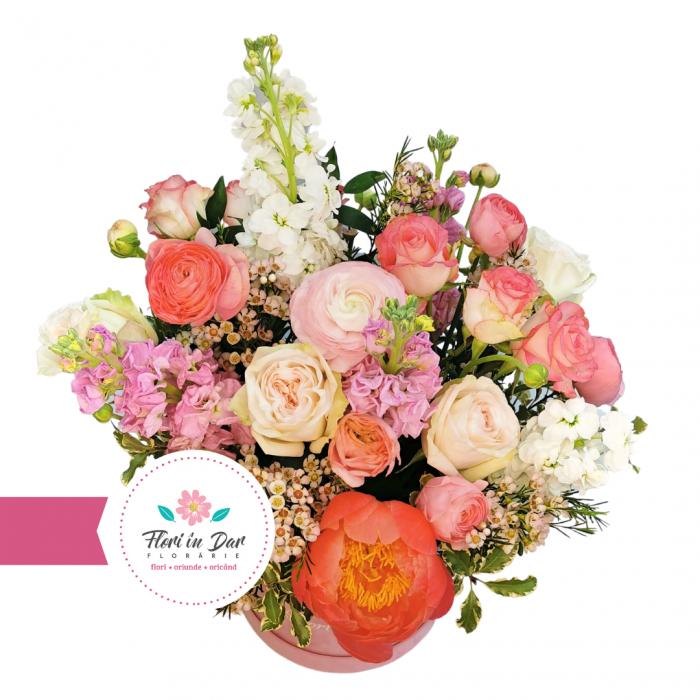 Aranjament deosebit  cu bujori, mathiola, wax, trandafiri livrare flori Roman [1]