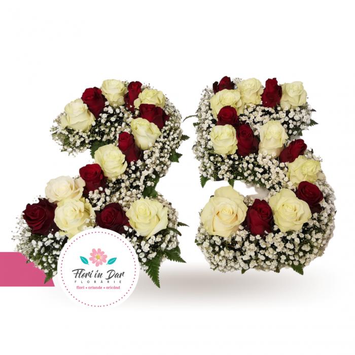 Aranjament floral forma numar cu trandafiri si gypsophilla [1]