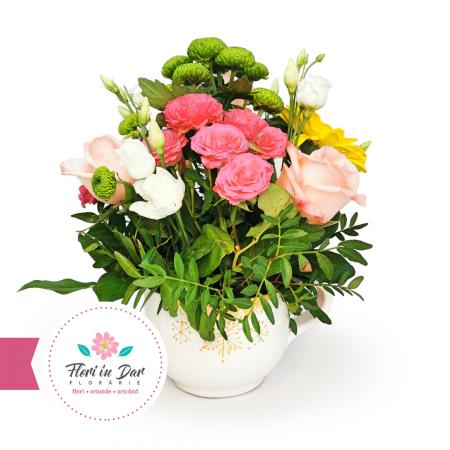 Aranjament cu miniroze, eustoma, crizantema, trandafir in vas ceramica pictata [0]