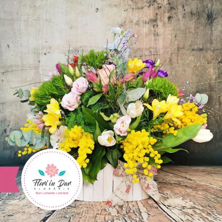 Aranjament de primăvară cu mimosa, lalele, miniroze, eustoma, frezie,  diantus, alstroemeria, eucalipt [2]